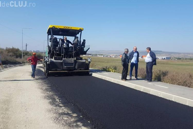 Strada Planoarelor din Dezmir este asfaltată de Primăria Apahida - FOTO