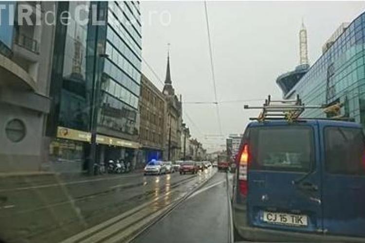 Traversarea neregulamentară face din nou victime la Cluj! O tânără a fost lovită de mașină pe Barițiu FOTO