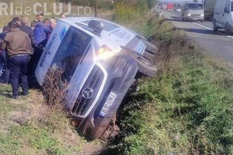 Accident la Bonțida. Un microbuz Bus-Trans cu călători s-a răsturnat - VIDEO