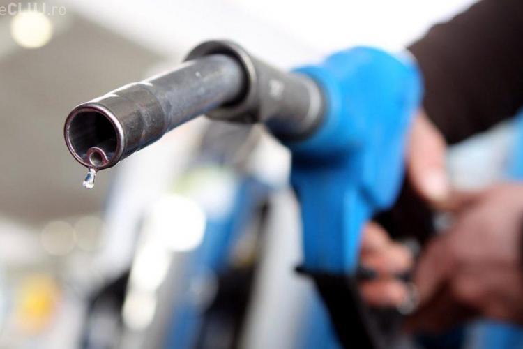 Premierul Tudose insistă că nu supraacciza a scumpit carburanții