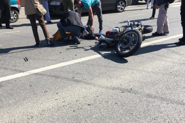 Accident pe strada Oașului! Pieton lovit de un motociclist pe trecerea de pietoni - FOTO