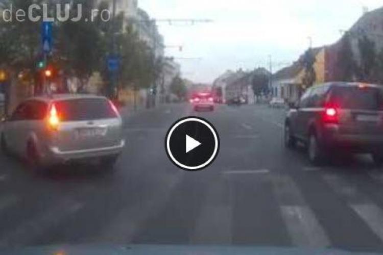 Cluj: Biciclist lovit de o mașină pe Memorandumului. Totul a fost filmat - VIDEO