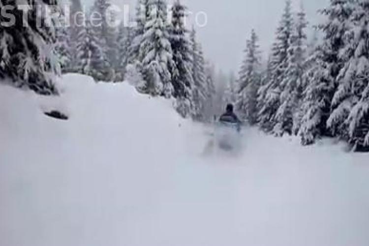 La Stațiunea Muntele Băișorii zăpada are 5 cm și ninge abundent. Recomandările jandarmilor pentru turiști