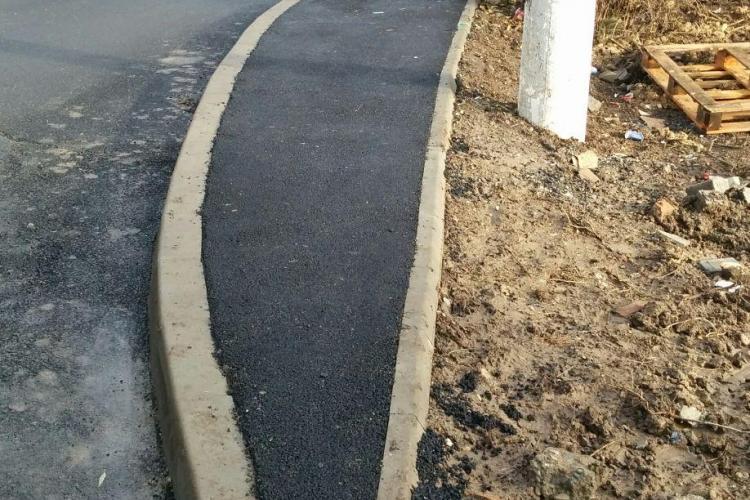 Noul sens giratoriu din Gheorgheni nu mai are trotuar - FOTO