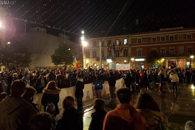 CLUJ: Peste 1.000 de oameni au ieșit în stradă la protest FOTO/VIDEO