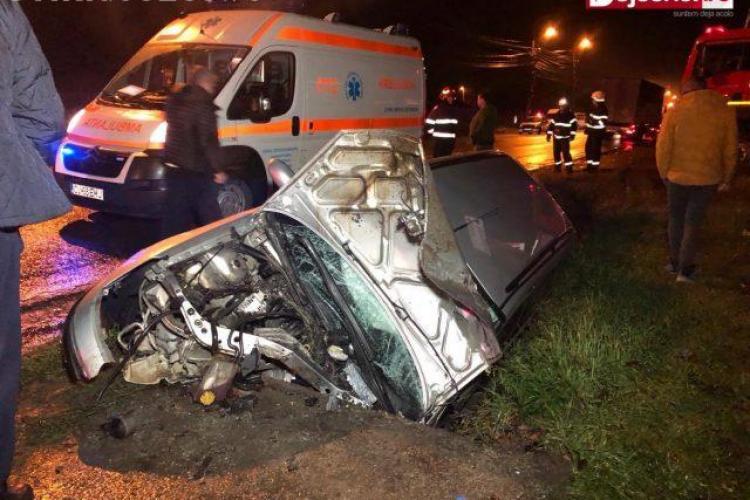 CLUJ: Trei adolescenți au ajuns în spital în urma unui accident la Dej. Șoferul a făcut o depășire riscantă VIDEO