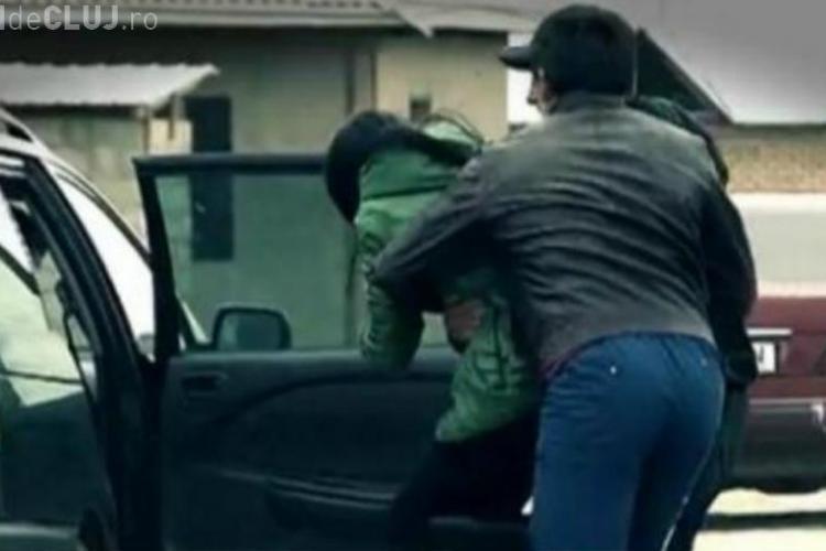 Cluj: A sechestrat un tânăr și i-a furat mașina. Ce a urmat?