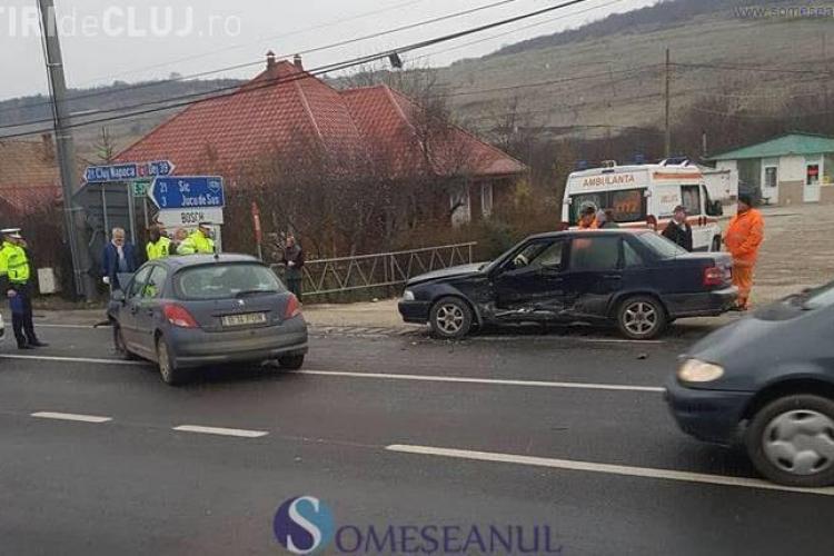 CLUJ: Accident cu patru victime la Jucu. Un șofer s-a izbit cu mașina de un alt participant la trafic VIDEO