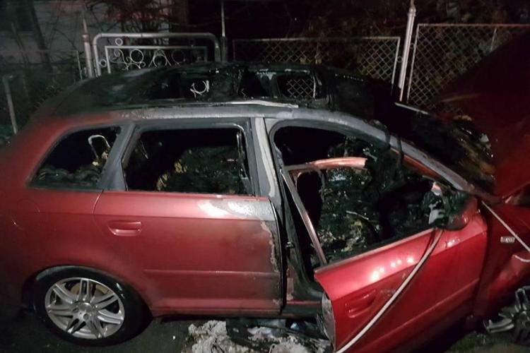 Accident în Gruia, urmat de aprinderea mașinii. Cauza: depășire neregulamentară - VIDEO