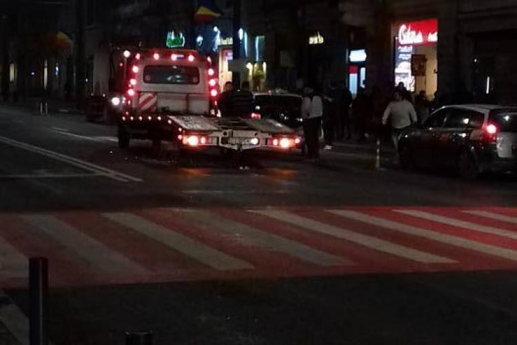 Taximetre lovite pe Memorandumului lângă banda dedicată autobuzelor - FOTO