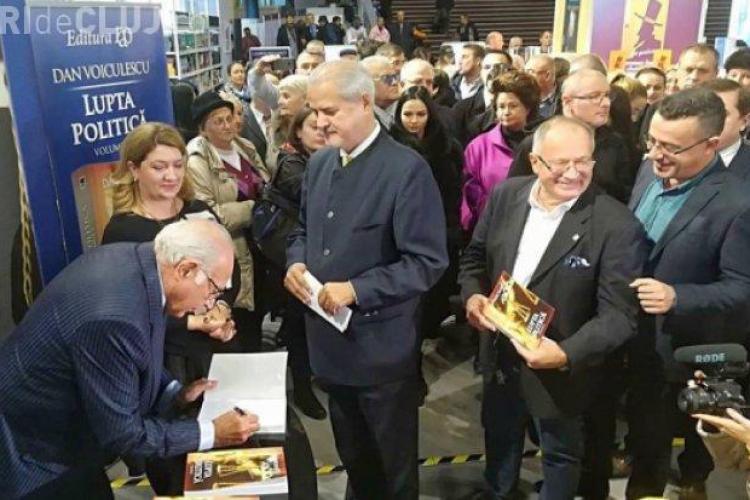 Scandal la Gaudeamus! Dan Voiculescu și-a lansata cartea cu circ uriaș - VIDEO