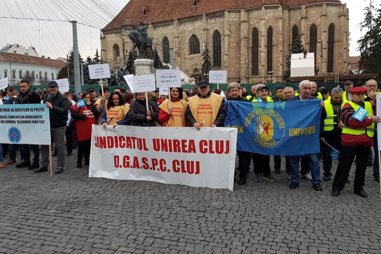 Protest al Confederației BNS Cluj! 250 de oameni nemulțumiți că le scad salariile au scandat în Piața Unirii - VIDEO