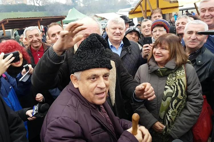 """Petre Daea a adus la Cluj Caravana """"Alege oaia"""". Ministrul a făcut spectacol: Să candidați la președinție. Vă votez! - VIDEO"""