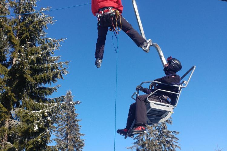 Exercițiu de salvare din telescaun organizat de salvamontiștii clujeni - FOTO
