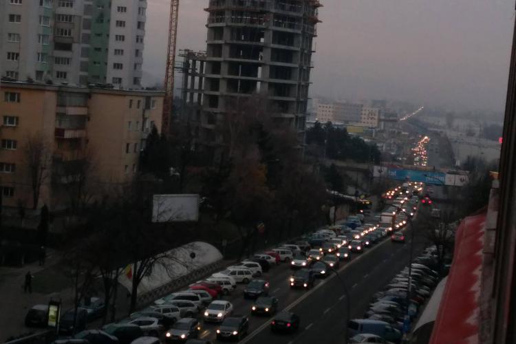 """Cluj: """"E mama tuturor coloanelor!"""" BLOCAJ uriaș de trafic pe ruta Florești - Cluj-Napoca - FOTO"""