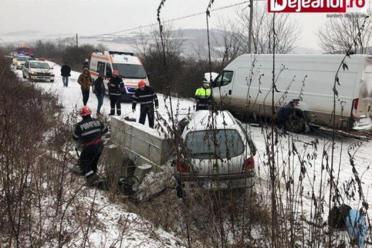 Accident cu două victime pe un drum din Cluj! O persoană a intrat în stop cardio-respirator FOTO
