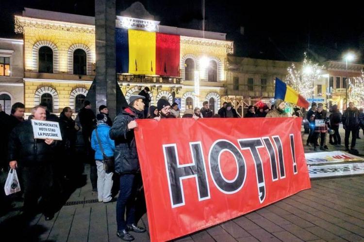 """Proteste la Cluj-Napoca! Oamenii strigă """"Hoții"""""""