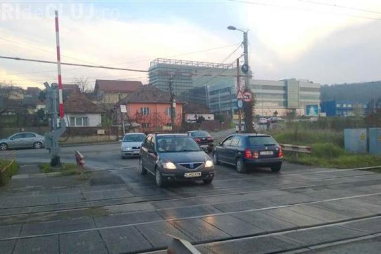 """La calea ferată de pe stada Fabricii de Zahăr, poliția stă zilnic la """"pândă"""""""