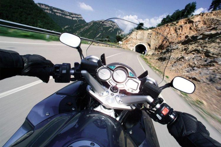 """Clujean înșelat de falși cumpărători! A rămas fără motocicletă, după ce i-a lăsat-o unui tânăr pentru un """"test drive"""""""