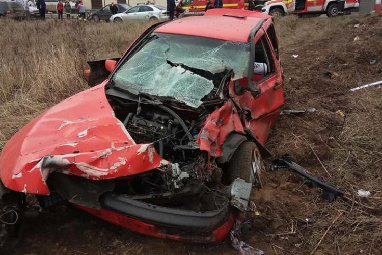 Accident feroviar la Jucu. O mașină a fost făcută praf de tren FOTO