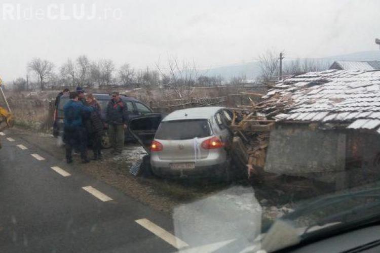 CLUJ: Graba, neatenția și condițiile de drum fac victime! O șoferiță a ajuns la spital după ce s-a răsucit cu mașina FOTO