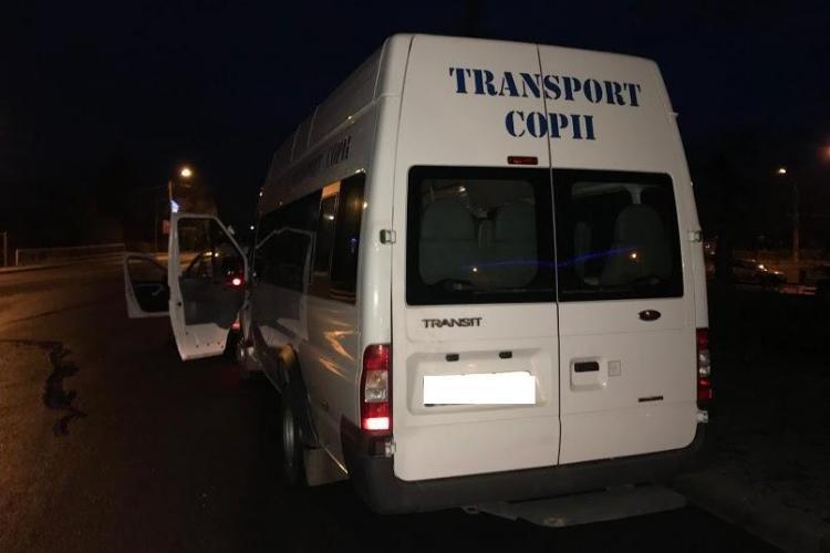 Razie la Cluj privind transportul public de persoane. Un șofer care transporta copii la școală a fost prins băut la volan FOTO