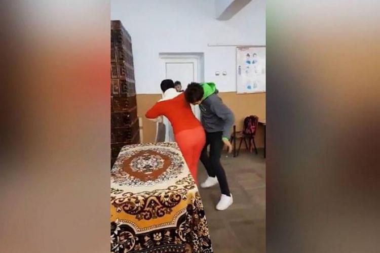 Elev din Teleorman, ARESTAT după ce a lovit o profesoară - VIDEO