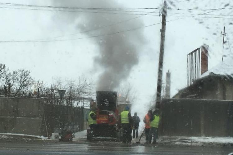Asfaltare pe zăpadă, pe strada Traian Vuia - FOTO