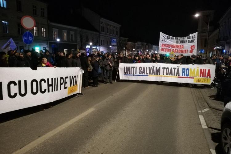 REVOLTĂ la Cluj. Oamenii au blocat B-dul Eroilor și cer apărarea DNA - VIDEO