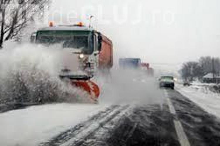 Intervenții pe 52 de drumuri județene din Cluj, din cauza poleiului