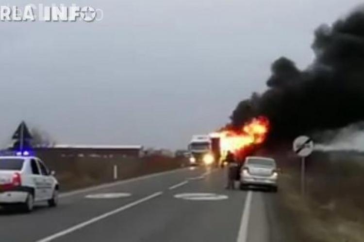 TIR în flăcări. Un șofer din Gherla a avut probleme - VIDEO