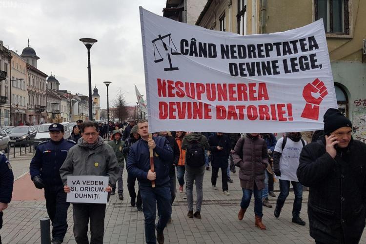 Clujenii ies din nou în stradă! Peste 200 de persoane protestează împotriva demiterii șefei DNA FOTO/VIDEO