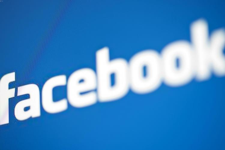 Român amendat după ce a jignit un polițist pe Facebook