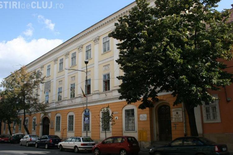 """Fostul președinte al Asociației Părinților de la liceul Bathory acuzat că a căpușat peste 11.000 de euro din """"fondul școlii"""""""