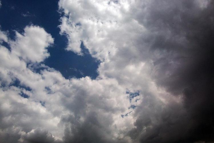 Cer noros și precipitații la Cluj, la început de săptămână