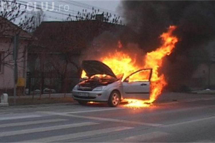 Mașină distrusă de flacari la Cluj - VIDEO