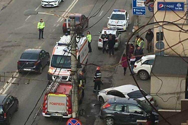 """O șoferiță a ajuns la spital în urma unui accident în Mărăști. Un """"coleg"""" de trafic nu i-a acordat prioritate FOTO"""
