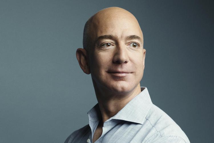 Șeful Amazon este cel mai bogan om de pe planetă. Diferența dintre averea sa și a lui Bill Gates e URIAȘĂ