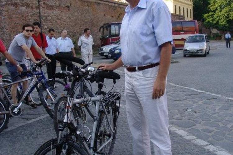 Iohannis, surprins în vacanţa din Tenerife de o româncă. A dezvăluit la ce hotel locuiește