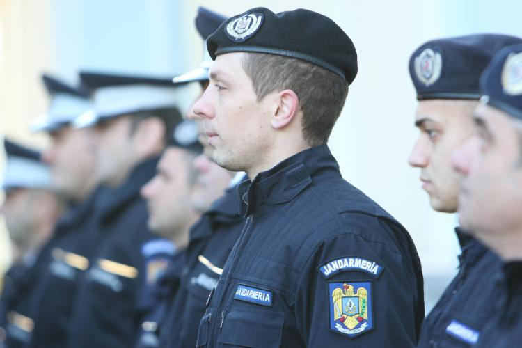 U Banca Transilvania - B.C. Keravnos (Cipru). Jandarmii asigură ordinea publică