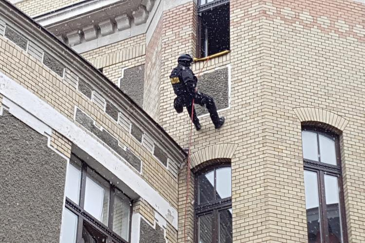Ziua Poliției sărbătorită de la Cluj! Au fost demonstrații ale trupelor speciale SAS - VIDEO