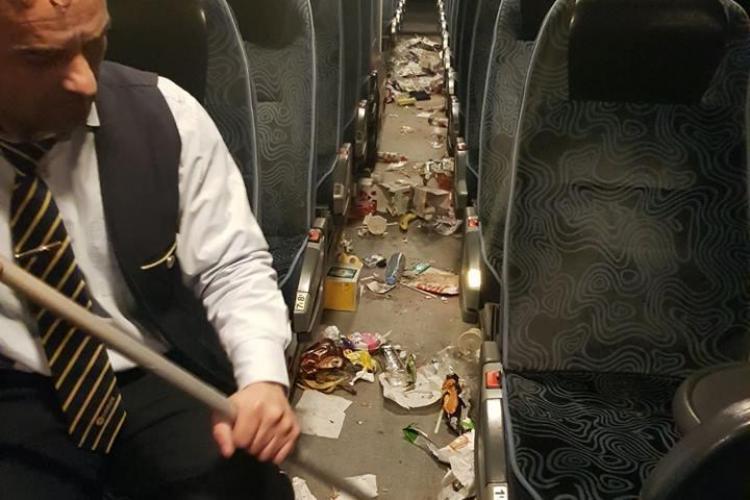 Școala Altfel! Mizeria lăsată de elevi într-un autocar - FOTO