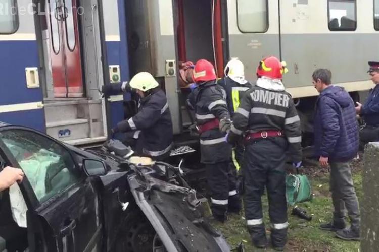 Mașină lovită de tren la Dezmir