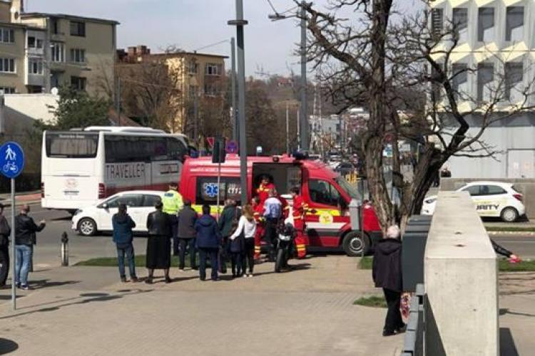 Motociclist lovit de un Audi lângă Sala Polivalentă - FOTO