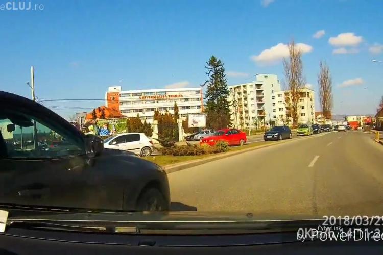 Tamponare în sensul giratoriu Calea Turzii cu Observatorului. A fost găsit vinovat cel nevinovat? - VIDEO