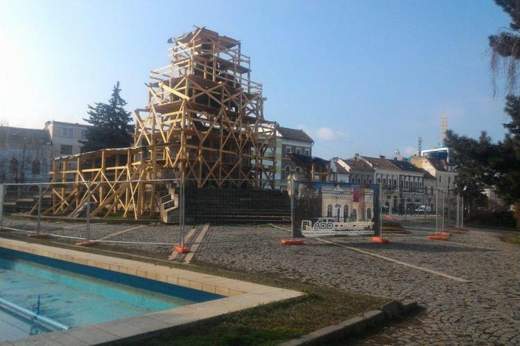 Cluj-Napoca: Statuia lui Mihai Viteazu e sub schele, dar nu se lucrează deloc - FOTO