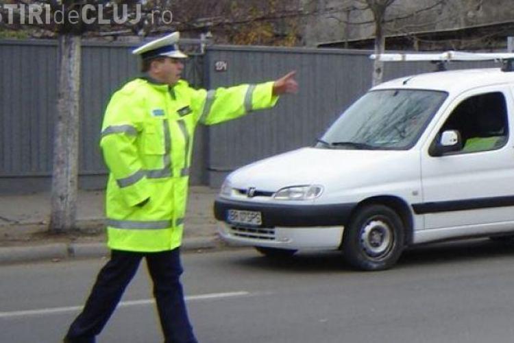 Șofer tupeist, tras pe dreapta de polițiști la Cluj. Conducea liniștit, deși avea permisul suspendat