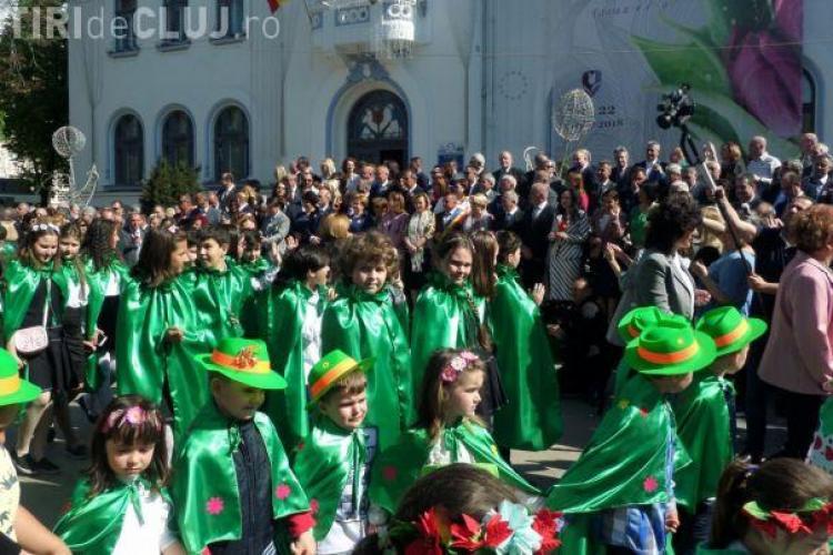 Copiii de grădiniță puși să defileze în fața premierului Viorica Dăncilă - VIDEO