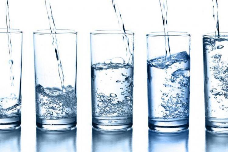 Ce spune Mihaela Bilic despre consumul de apă. Cât de bună e regula doi litri de apă pe zi