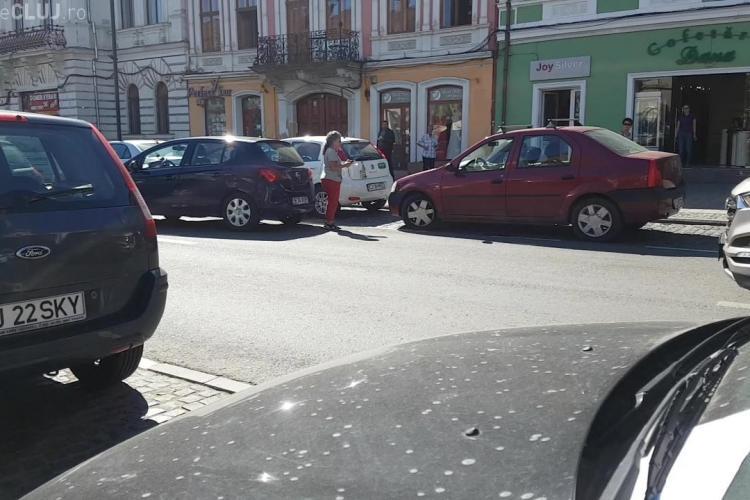 Scandal pe un loc de parcare în centrul Clujului! S-a sunat la 112. Și străinii fac CIRC - FOTO